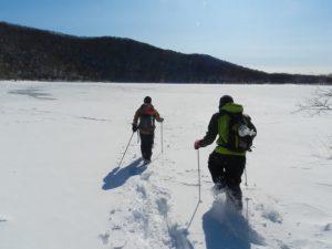 凍りついた火口湖